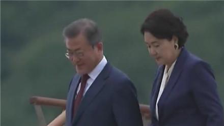 韩国总统文在寅启程赴美