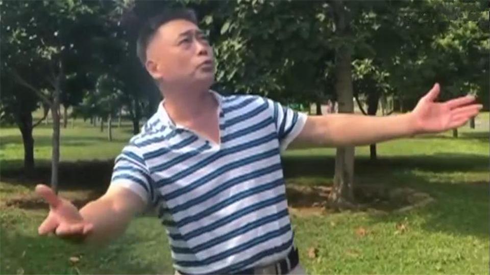 北京:老人家口技了得 百种声音张口就来