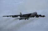 外媒称美军两架B-52再闯南海 上月军舰刚被轰走