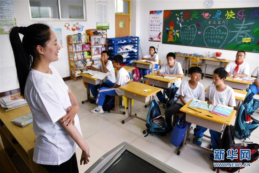 (教师节·图文互动)(14)面朝大海,静待花开——青岛灵山岛学校张丽老师采访笔记