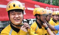 青岛:文明骑手 规范出行