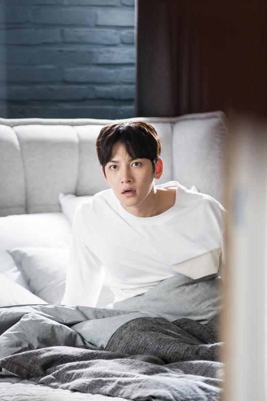 组图:《奇怪的搭档》池昌旭南志铉上演同居生