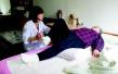沈阳养老护理拟纳入医保 鼓励职工医院向老年康复转型