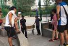 广场舞大妈占篮球场