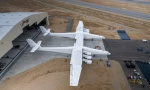 """美国造世界最大运输机 """"同温层发射""""前景堪忧"""