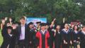 东北林业大学办户外草坪毕业典礼 设走红毯等环节