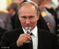 普京出席俄罗斯军校毕业酒会 眼神凌厉气场强大