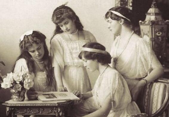 末代沙皇全家被枪决,4个美丽公主最小的才16岁