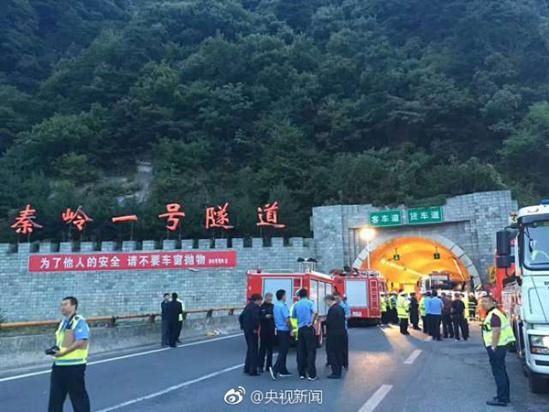 成都开往洛阳大客车途经秦岭隧道撞壁 已致36死13伤高清图片