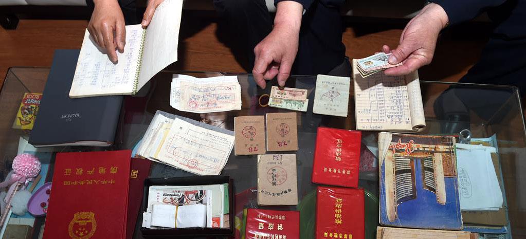 青岛一市民记账40年折射时代变迁