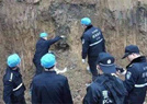 警方挖掉半座山找人