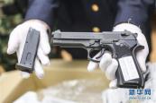 枪支上没有周的指纹与DNA?周立波涉枪案撤诉