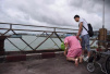 泰国沉船事故调查:船员曾让游客脱下救生衣 很多人没来得及再穿上