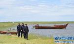 坐充气垫被困湖中 警方提醒夏季入水注意安全