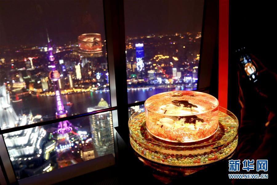 """""""锦鳞·溢彩""""凌空金鱼艺术展在上海环球金融中心对外开放"""