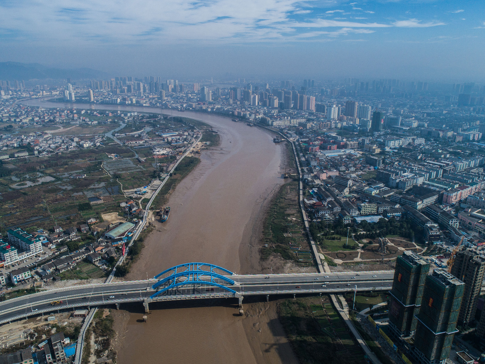 空中俯瞰龙港大桥(12月3日无人机拍摄)。新华社记者 徐昱 摄